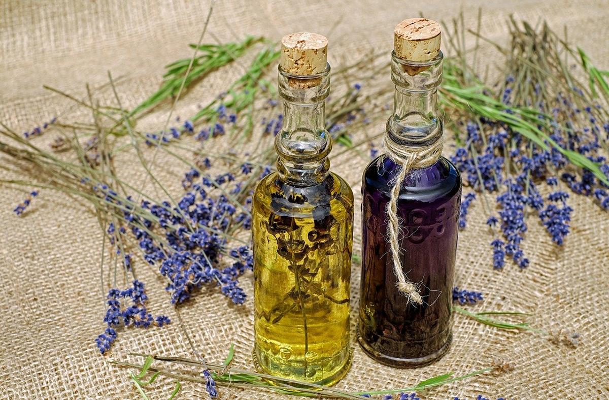 Existen muchas plantas que se utilizan para crear aceites esenciales