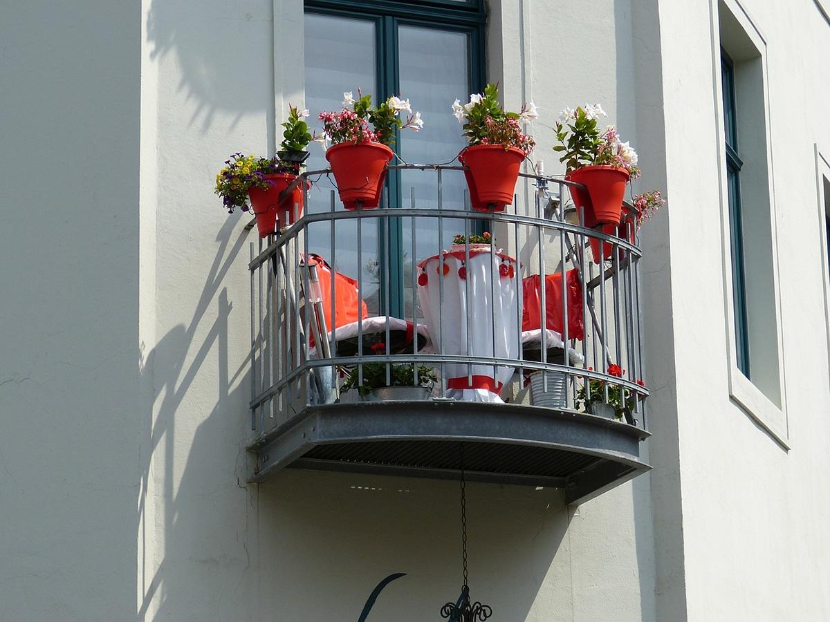 Podemos decorar el balcón a nuestro gusto