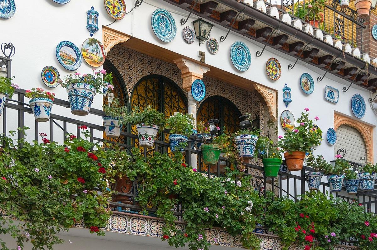 Las plantas no pueden faltar para decorar un balcón