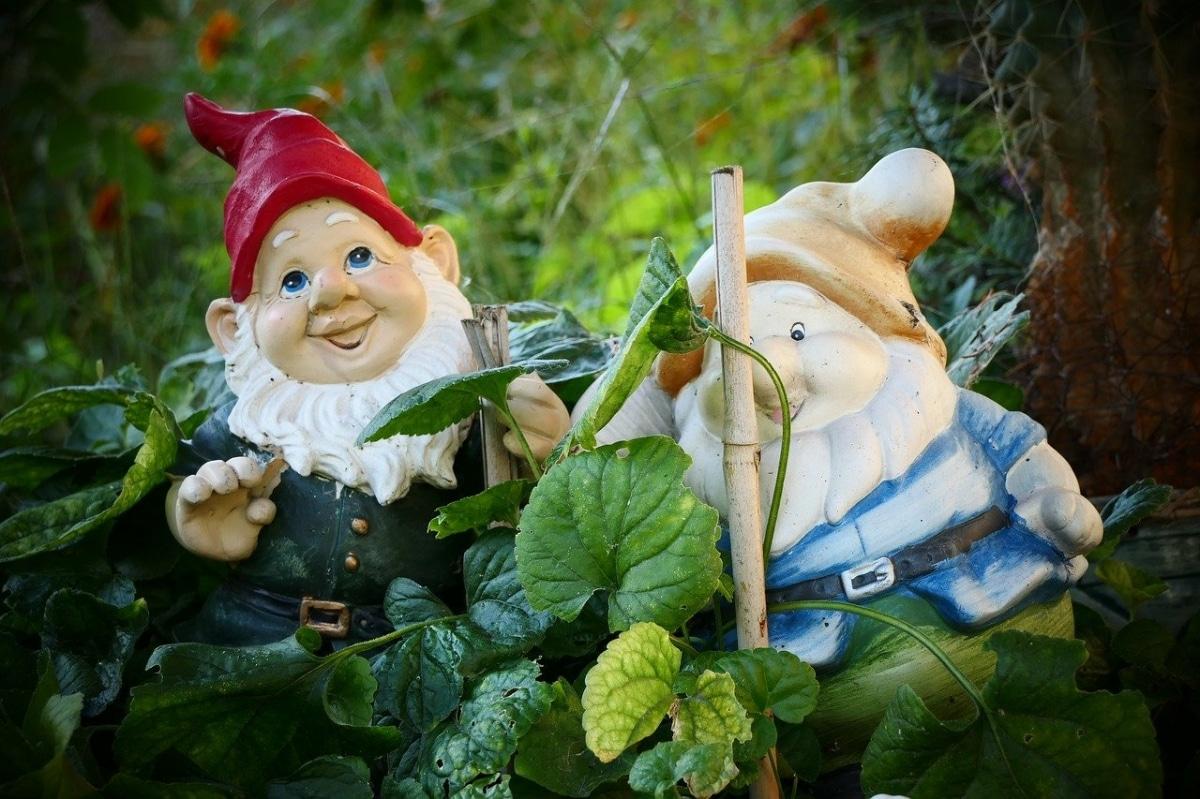 Los enanos de jardín son figuras decorativas