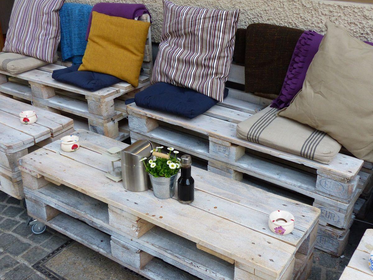 sofa y sillas con palets